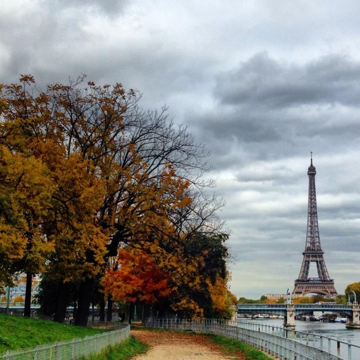Torre Eiffel vista do Allée des Cygnes, Paris